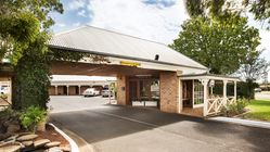 Macquarie Inn Hotel