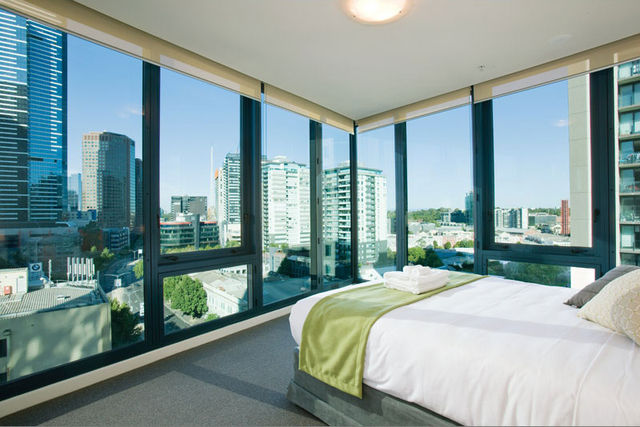 melbourne short stay apartments at southbankone qantas. Black Bedroom Furniture Sets. Home Design Ideas