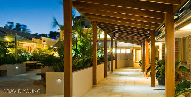 Byron beachside accommodation byron bay qantas hotels for Balcony byron bay menu