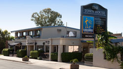 The Town House Motor Inn and Restaurant Sundowner