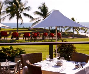 Cable Beach Club Resort & Spa - Sunset Bar & Grill with Camels