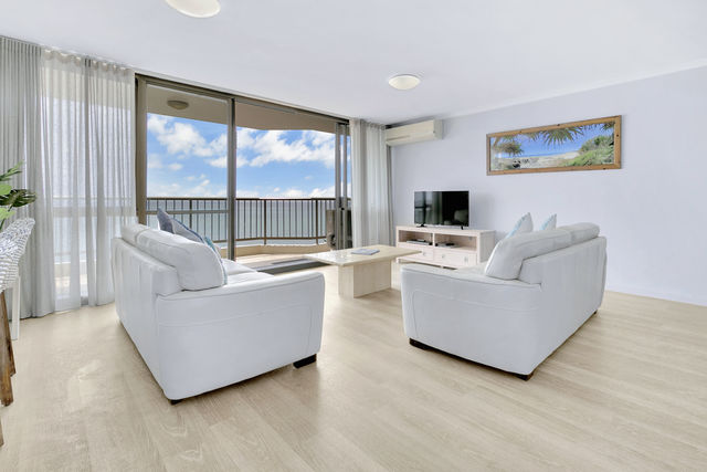2 Bedroom Ocean View - Lounge