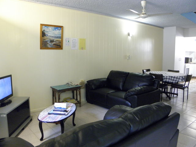 Back apartments lounge/kitchen area
