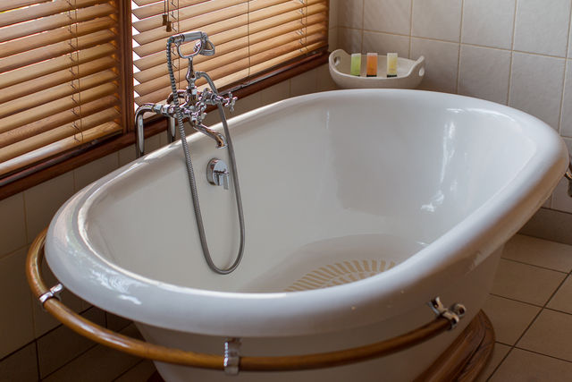Deluxe Studio Twin Bath