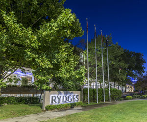 Rydges Capital Hill Canberra - Hotel exterior - evening
