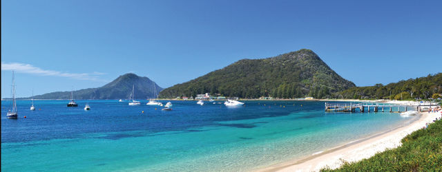 Shoal Bay Beaches  5 min walk